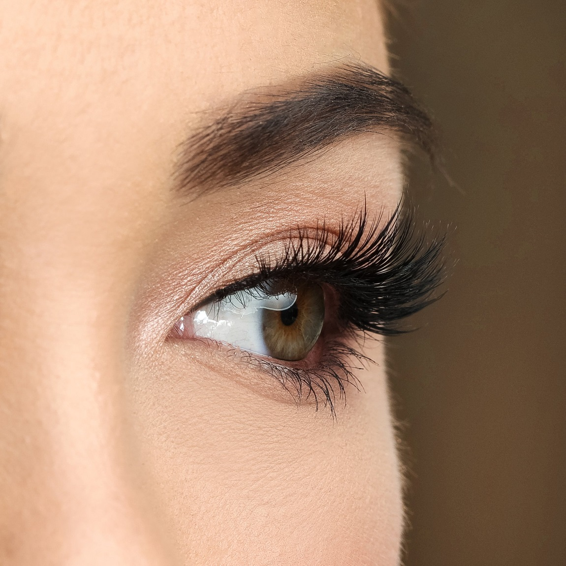 Does castor oil make your eyelashes grow or not?