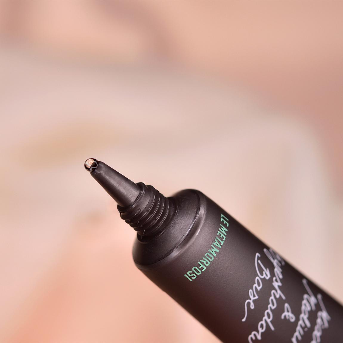 Mixing medium for eyeshadow