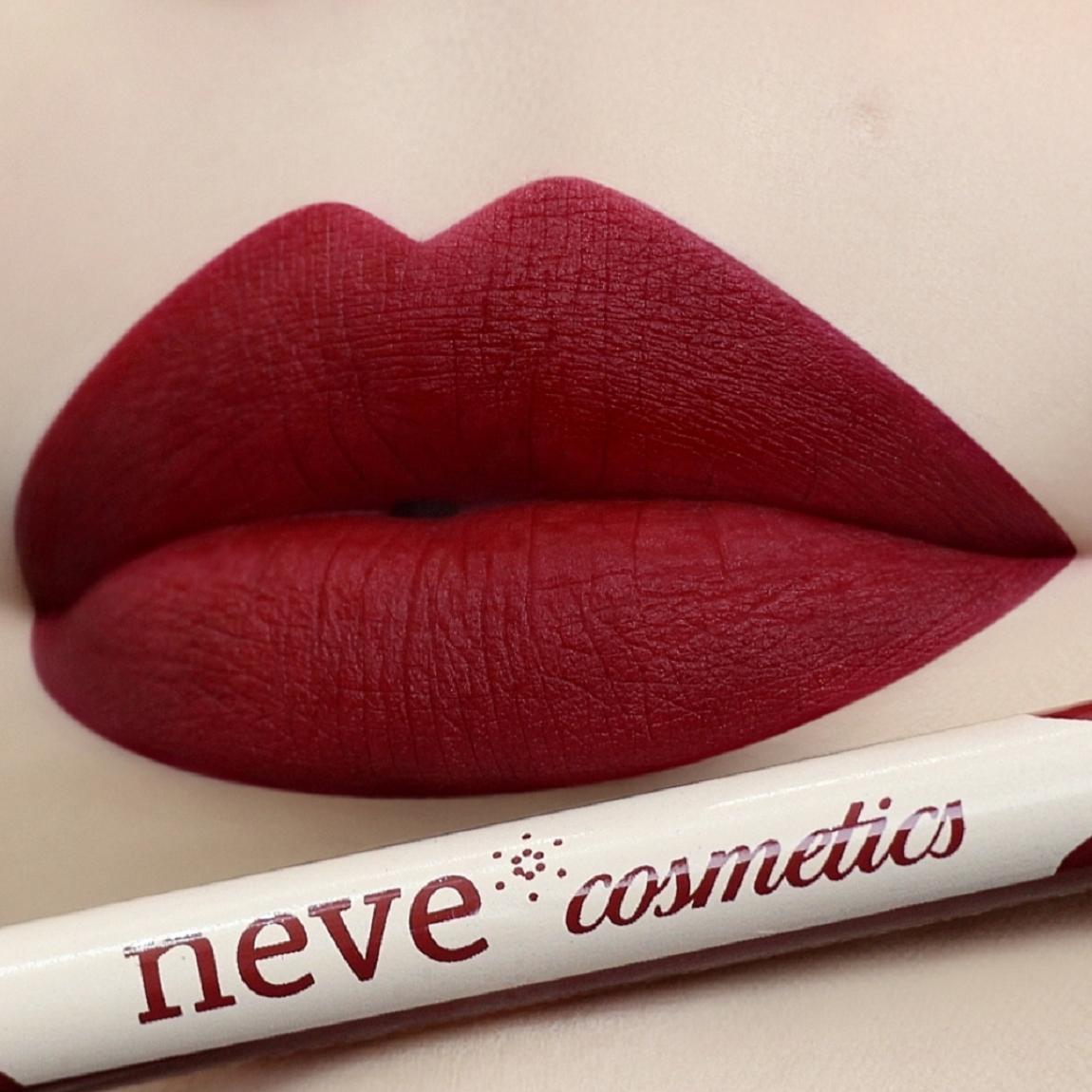 Pastello labbra Blood:Rosso sangue intenso. Scuro, fiero, vellutato.