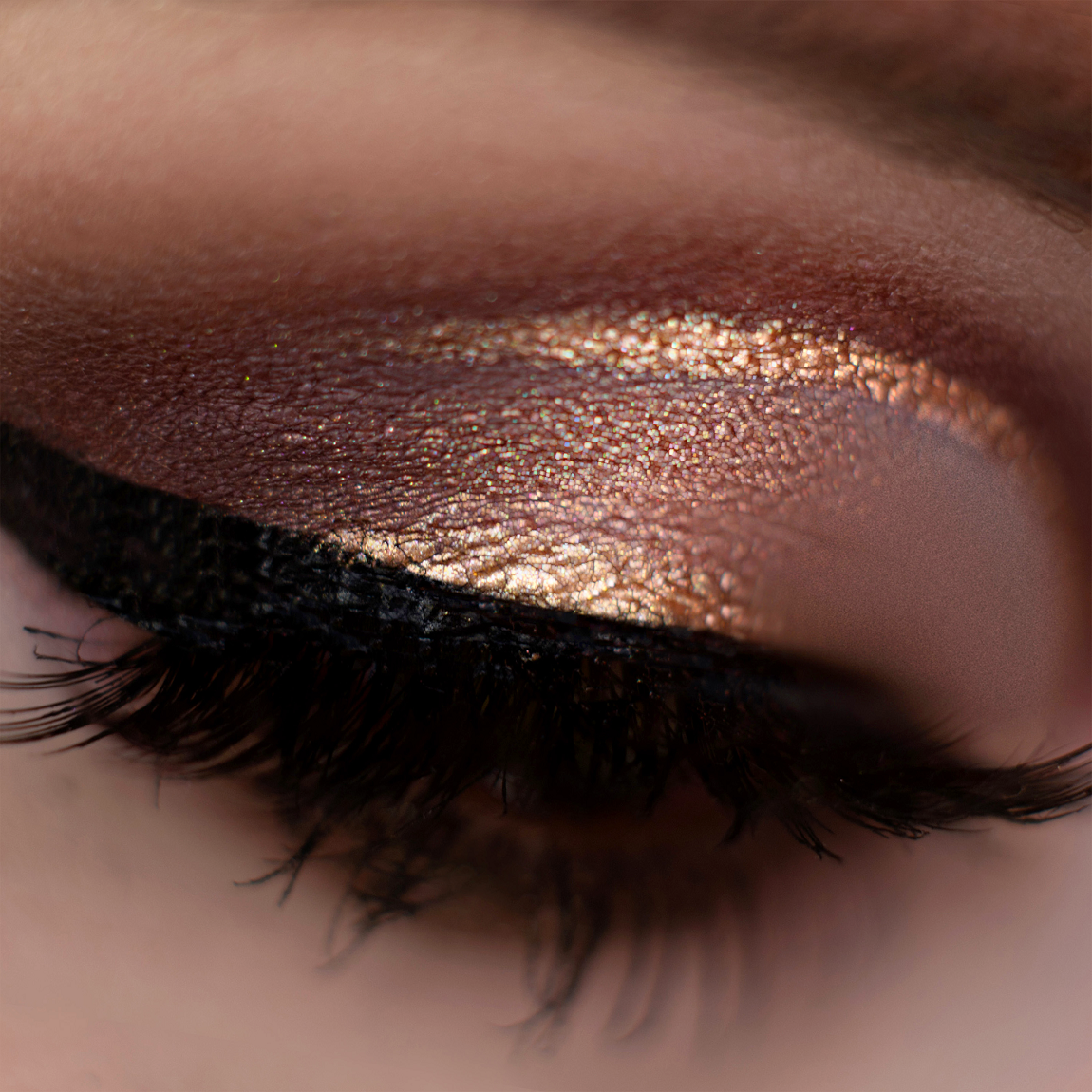 Detail illuminating eye makeup created with Neve Cosmetics pigments